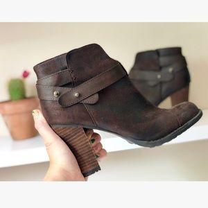 Tan Brown Distressed Ankle Boots • CROWN VINTAGE